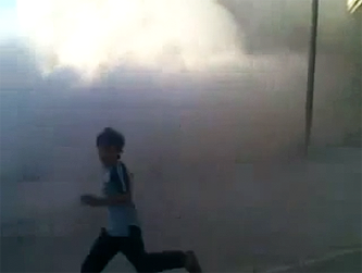 File:Houla Shelling Boy Running.png