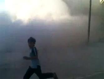 File:Houla Shelling Boy Running.png