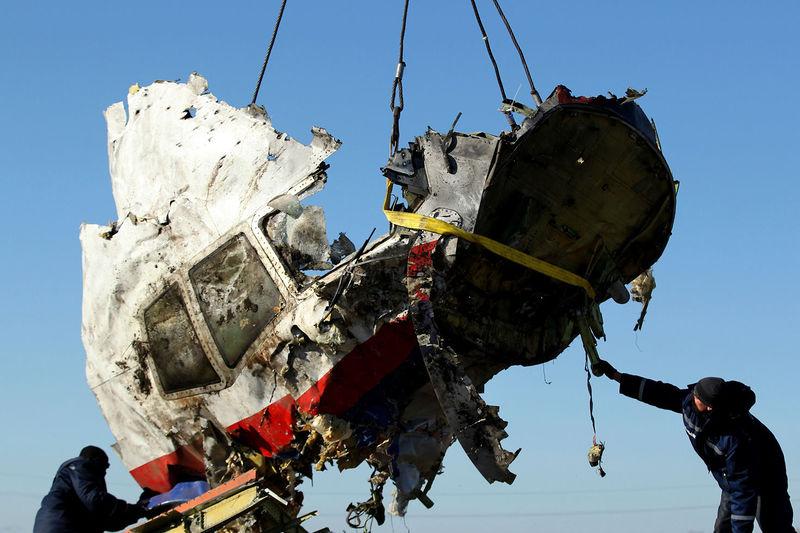 File:MH17 cockpit right side closeup.jpg