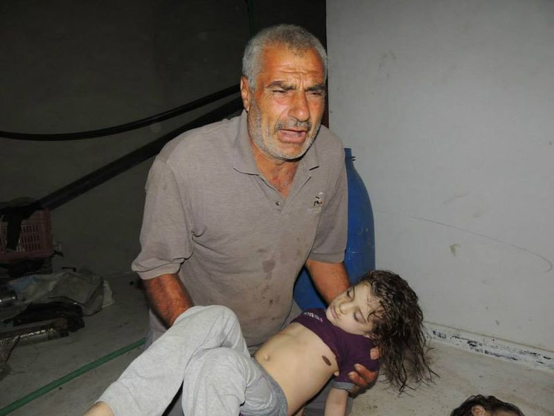 http//images.shoutwiki.com/acloserlookonsyria/thumb/5/56/Father_with_stabbed_girl.jpg/800px-Father_with_stabbed_girl.jpg