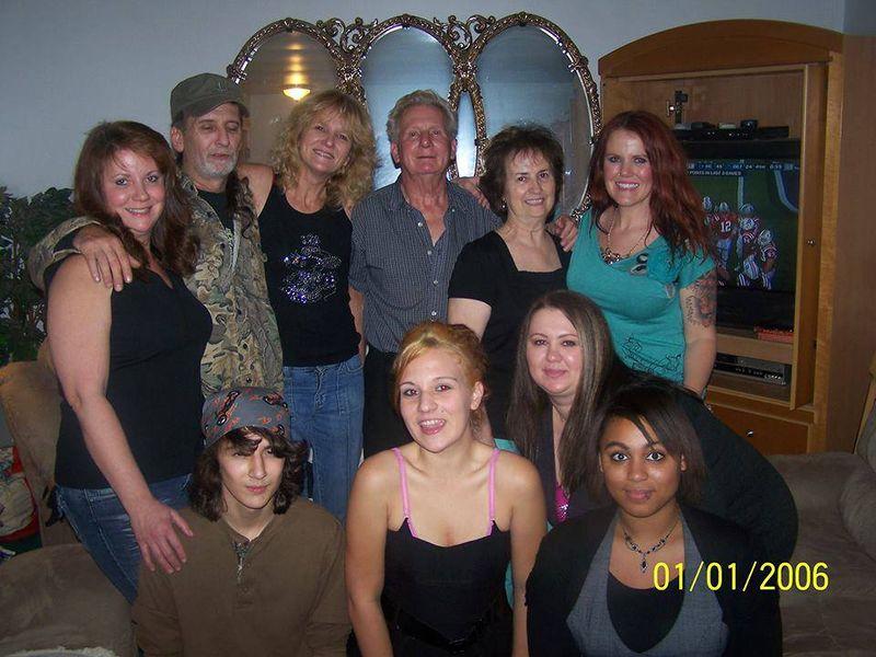 File:Nicole Lynn Mansfield family.jpg