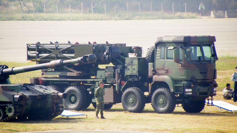 File:Thunderbolt 2000 MLRS in Hukou Camp Open day 20111105.jpg