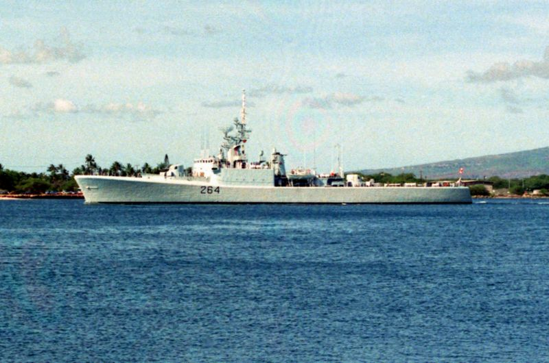 File:HMCS Terry Fox (DDH-264) at Pearl Harbor, 1990.jpg
