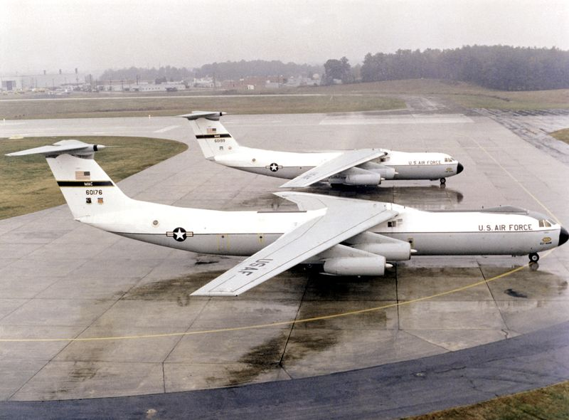 File:C-141A C-141B comparison.jpg