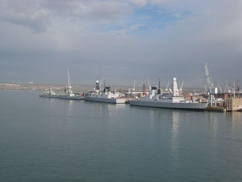 File:HMS Dauntless and HMS Diamond.jpg