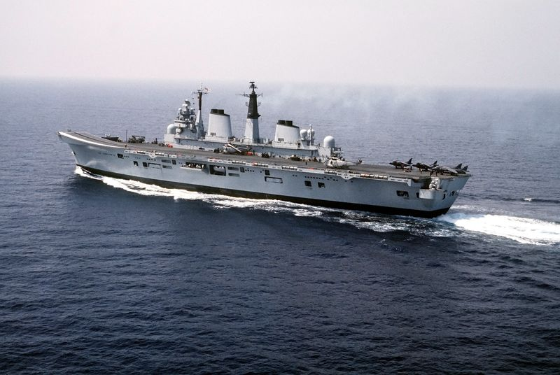 File:HMS Invincible (R05) Dragon Hammer 90.jpg