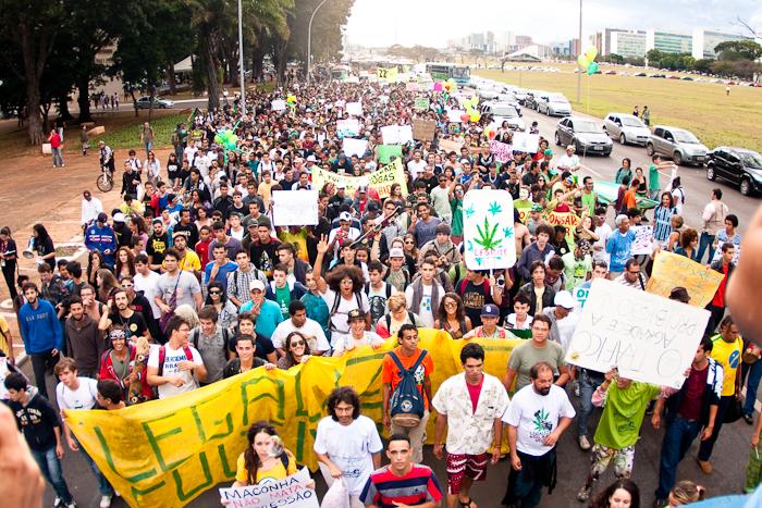 File:Brasilia 2012 May 25 Brazil crowd 2.jpg
