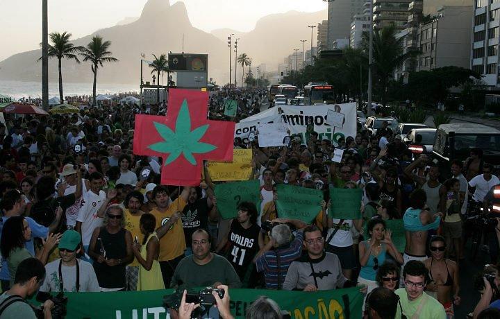 File:Rio de Janeiro 2011 May 7 Brazil crowd 2.jpg