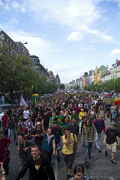 File:Prague 2010 May 8 Czech Republic crowd 3.jpg