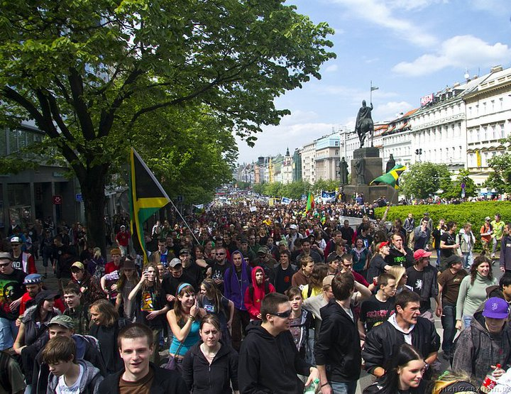 File:Prague 2010 May 8 Czech Republic crowd 6.jpg