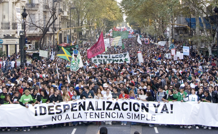 File:Buenos Aires 2011 May 7 Argentina crowd.jpg