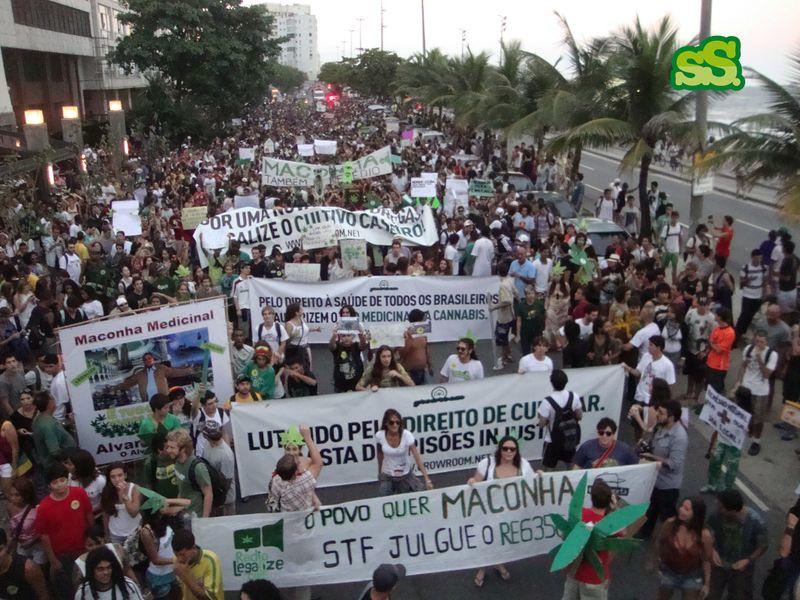 File:Rio de Janeiro 2012 May 5 Brazil crowd 2.jpg
