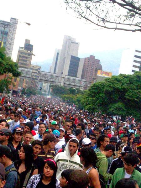 File:Medellin 2012 May 5 Colombia crowd.jpg