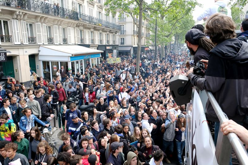 File:Paris 2017 April 29 France crowd 3.jpg