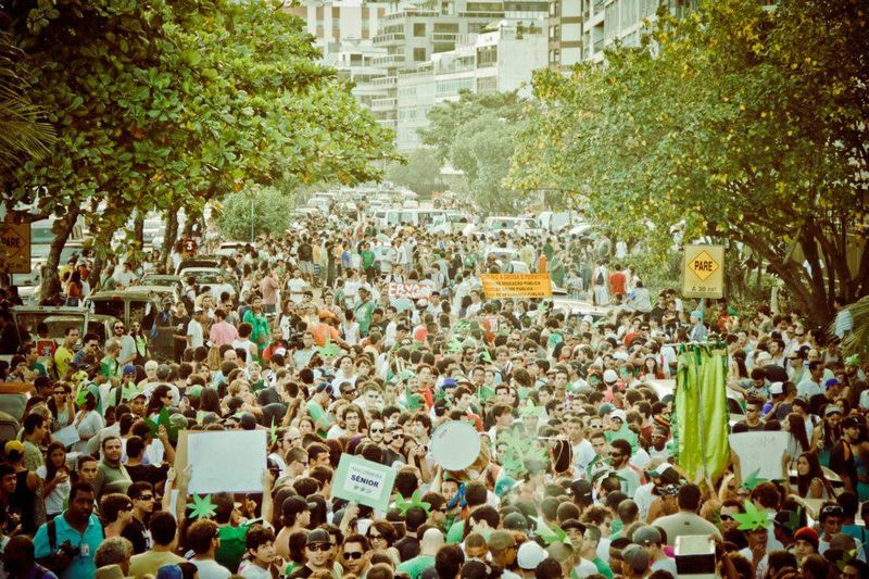 File:Rio de Janeiro 2012 May 5 Brazil crowd 3.jpg