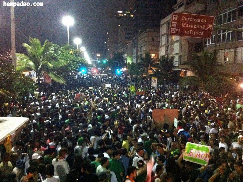File:Rio de Janeiro 2012 May 5 Brazil crowd 5.jpg