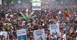 Mexico City 2019 May 4 Mexico crowd 4.jpg