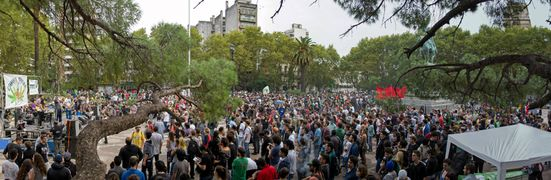 Rosario 2014 May 3 Argentina crowd 6.jpg