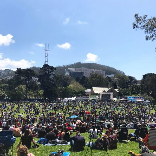 File:San Francisco 2017 April 20 California crowd 5.jpg