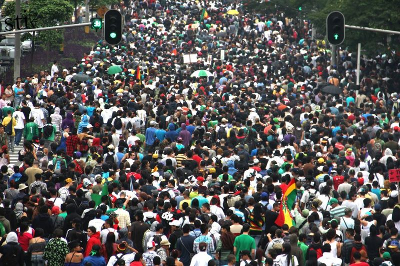 File:Medellin 2012 May 5 Colombia crowd 3.jpg