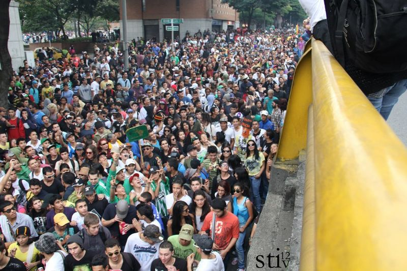 File:Medellin 2012 May 5 Colombia crowd 4.jpg