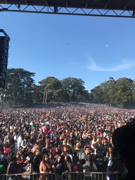 File:San Francisco 2017 April 20 California crowd.jpg