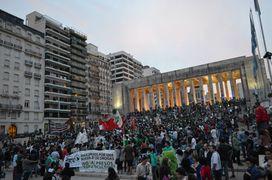 Rosario 2014 May 3 Argentina crowd 5.jpg