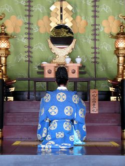 Priest at Dazaifu Tenmagu shrine 1.JPG