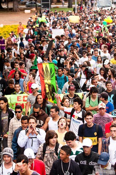 File:Brasilia 2012 May 25 Brazil crowd.jpg