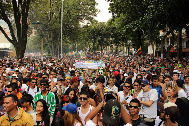 File:Medellin 2013 May 4 Colombia crowd.jpg
