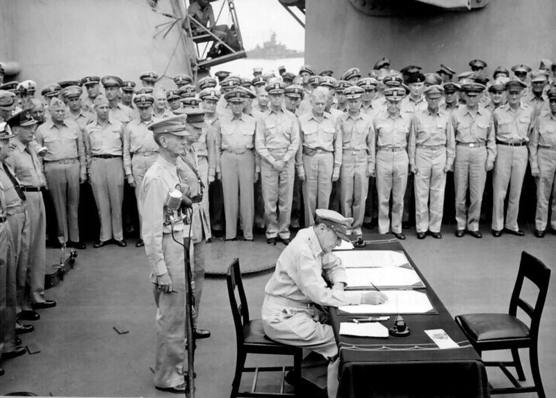 File:800px-Douglas MacArthur signs formal surrender.jpg