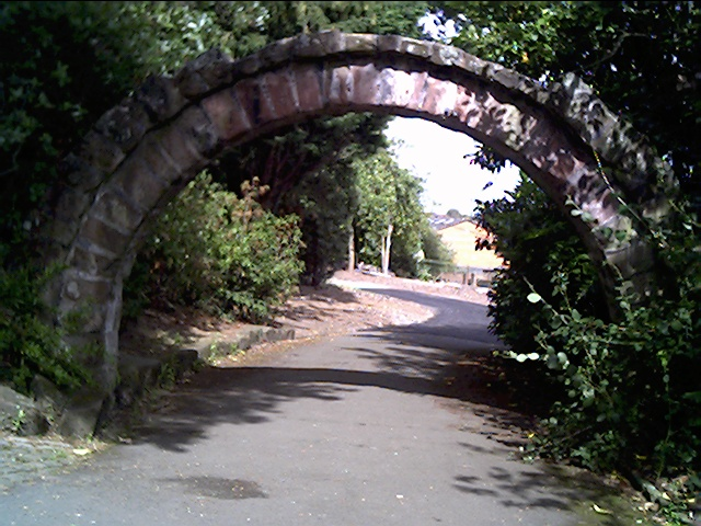 File:The Old Ship Gate Arch in Grosvenor Park.jpg