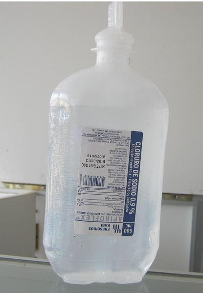 File:Farmacia NaCl45.JPG