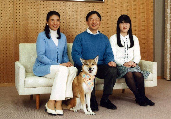 File:Imperial Family of Okaiken.jpg