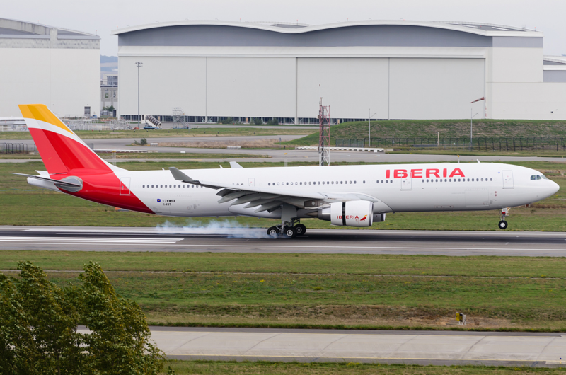 File:Iberia new livery Aeolus A230.png