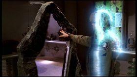 SG1-1x19-Daniel Jackson - miroir quantique.jpg