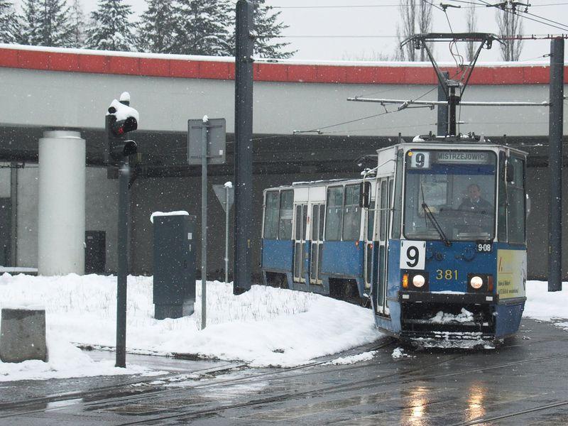 Plik:Linia 9 (Rondo Mogilskie).jpg