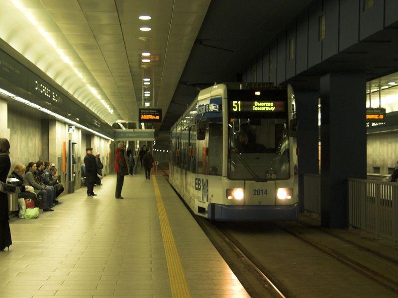 Plik:Linia 51 (Dworzec Główny Tunel).jpg