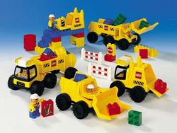 9128 DUPLO Big Wheelers.jpg