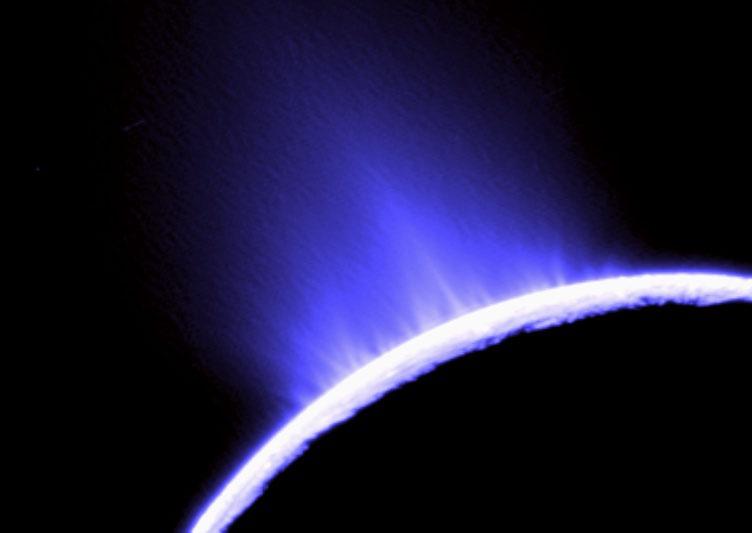 Plik:Enceladus-plume.jpg