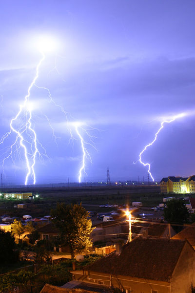 Plik:Lightning over Oradea Romania 2.jpg