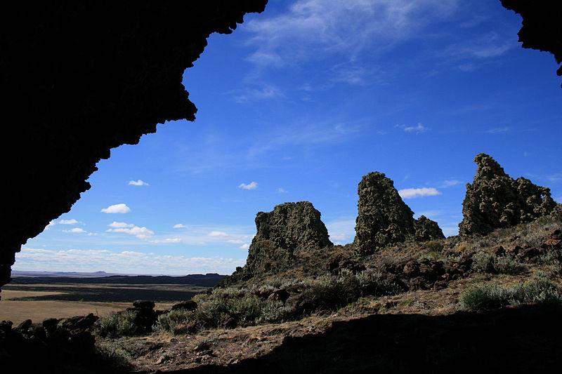 Archivo:Cueva de Pali-Aike.jpg