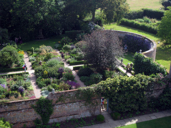 Sissinghurst Formal Gardens at Sissinghurst Castle - geograph.org.uk - 1387124.jpg