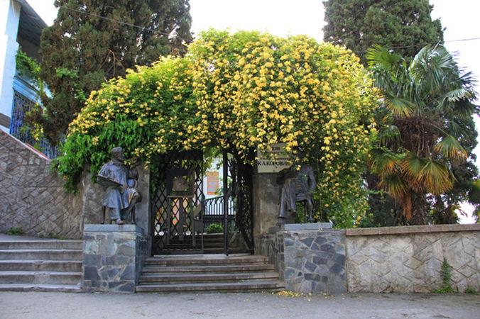 Banksia Lutea 2, Krim-w.jpg