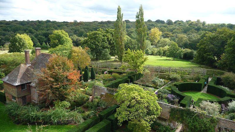 Sissinghurst Castle - Southeast Gardens.jpg