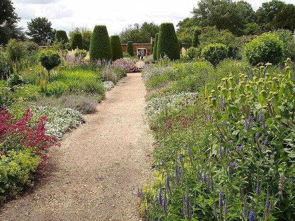 Mottisfont Abbey Gardens1a.UME.jpg