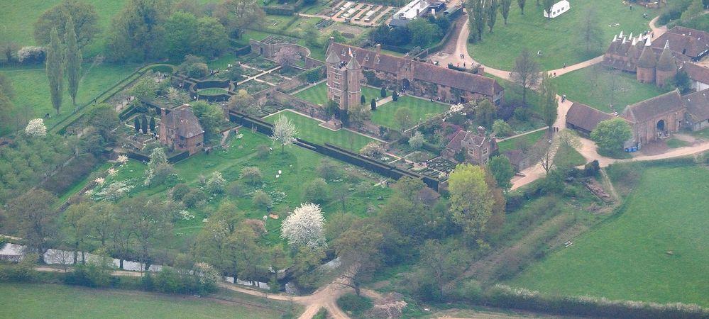 Sissinghurst Castle Garden aerial view.jpg
