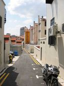 A formerly cruisy alley branching off from Ann Siang Road, before the mushrooming of gay saunas made street cruising less popular.