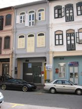 External facade of Alternative Bar, on the second floor, viewed from Tras street.