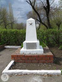 Братская могила обелиск.jpg